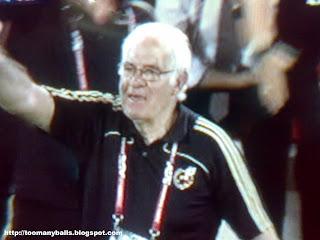 Spanish Coach Lui Aragones : toomanyballs