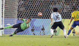 Argentina 3 : Brazil 0