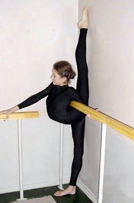 15 Amazing And Extremely Bizarre Flexible Women Somethin
