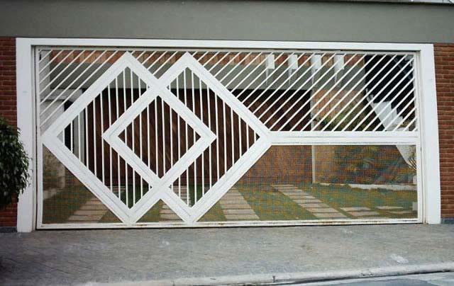 Portões em metalon 40 x 20 em  diagonal com desenho.