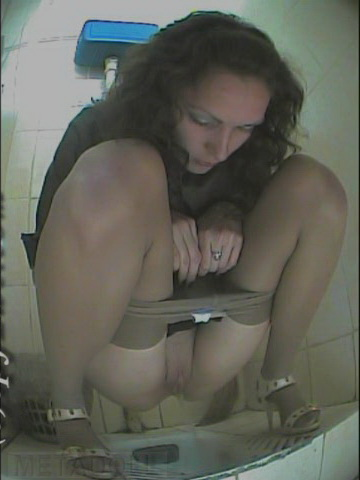 Подглядывание за женщинами в туалете фото