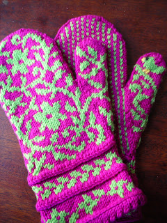 Sway Knits: FO: 1 Shawl, 4 Mittens, and a Facehugger