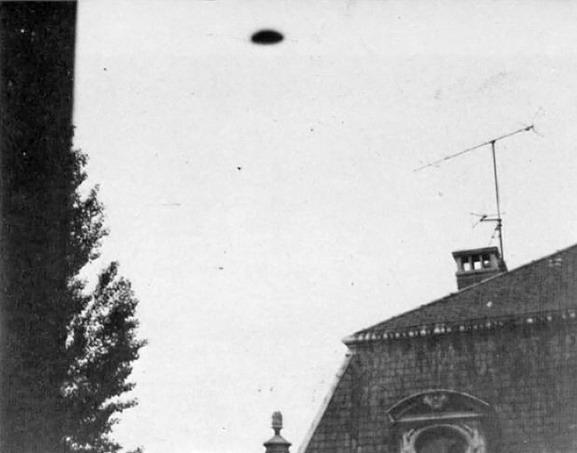 [UFO-May-26-1975-Nancy-France-ovni.jpg]