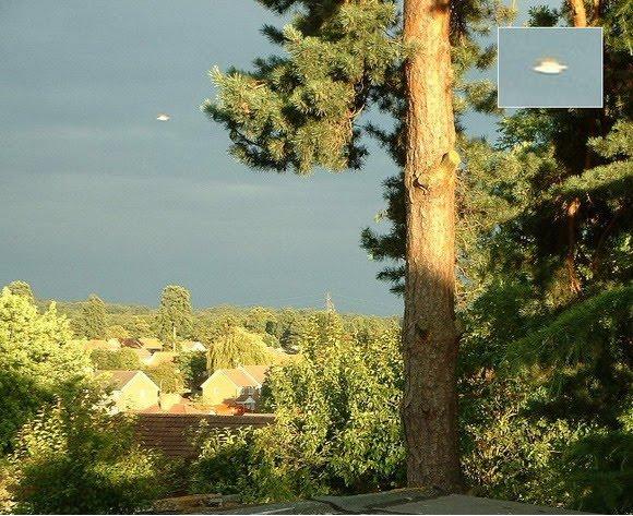 [UFO-July-11-2004-Watford-Hertfordshire-UnitedKingdom.jpg]