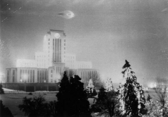 [1937-Vancouver-BC-Canada-UFO.jpg]