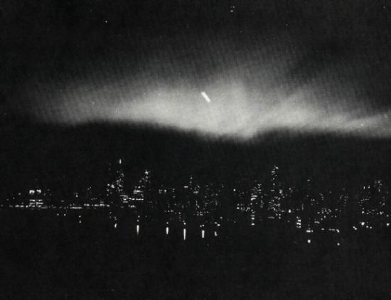 [1950-March-20-New-York-City-New-York-USA-UFO.jpg]