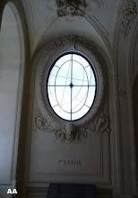 MORELLET vitrail du Louvre