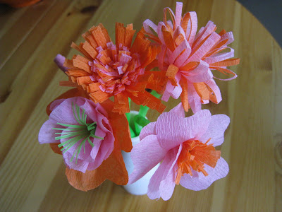 4 crazy kings crepe paper flower straws all you need is crepe paper streamers straws or bamboo skewers glue and scissors i made all the flowers below just mightylinksfo