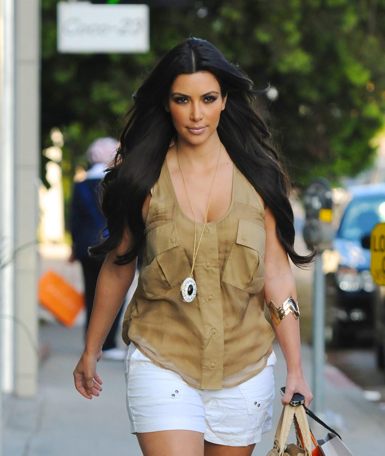http://2.bp.blogspot.com/_8T7O1yy1VUo/TM_qCJSINVI/AAAAAAAADwg/tG3j69e3mRA/s1600/Kim%252Bkardashian2.jpg