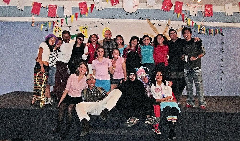 Estudiantes de la asignatura Educación Ambiental de la Carrera de Ing. Ambiental (EMI, Bolivia 2004