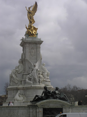 Victoria Memorial in front of Buckingham Palace