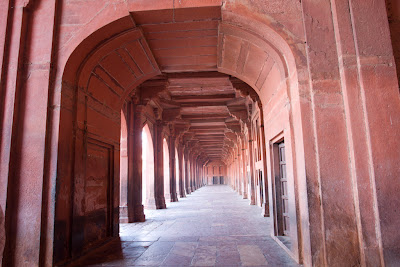 Another view of a corridor inside Fatehpur Sikri