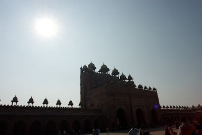 The sun over the Fatehpur Sikri shrine building