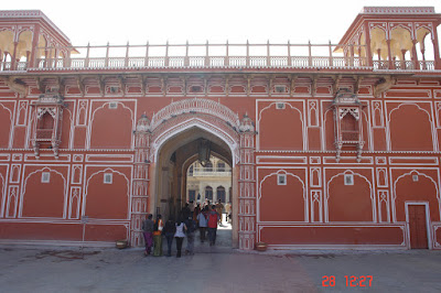 People entering the main gate of the Jaipur City Palace