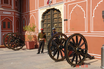 Photo of Guards with canons in the Jaipur City Palace