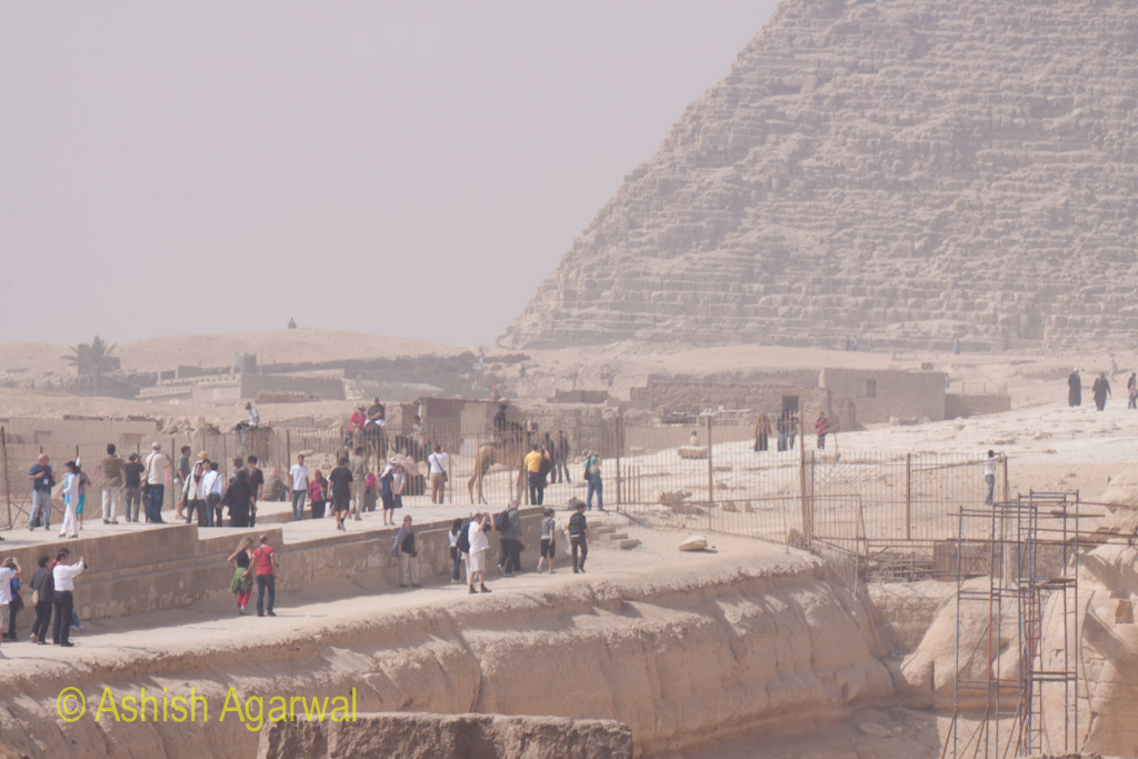 People walking on the path that leads from the Great Pyramid to the Great Sphinx