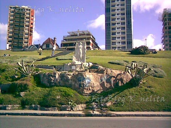 Estatua de Alfonsina