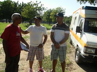 Jose Santana  Ramon Rojas,con Ramon Soriano jefe del Cuerpo de Bomberos de Manzanillo