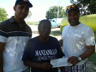 Entregade un aporte economico a la iglesia catolica recibe Ana Sanchez