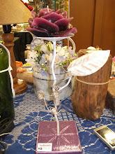 castiçal artezanal em ferro, madeira e vela