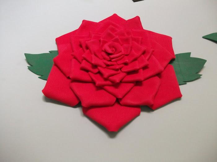 Flor em EVA flutuante para decoração de piscina
