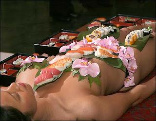 naked sushi nyotaimori