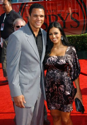 tony gonzalez wife