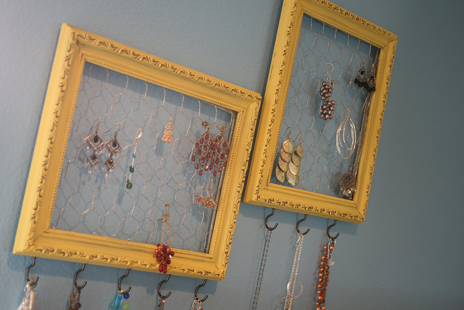 DIY Extreme Jewelry Organizer On My Side of the Room