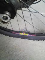 朝から自転車のタイヤ交換で4200円支払うの巻。