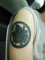 入れ墨(刺青)タトゥー(tattoo)じゃなくてシールの巻。