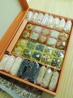 韓国旅行のお土産、会社にはお菓子の詰め合わせの巻。