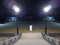 夜11時の越谷レイクタウン水上ステージの写真。