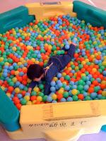 松伏町の児童館ちびっこランドのボールプール。<br />