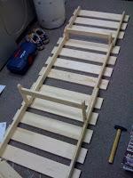 続いて3つ目のCも合体して脚や背もたれを立てる部分も取り付けて完成。
