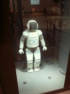 日本科学未来館常設展示のヒューマノイドロボット「ASIMO」(アシモ)