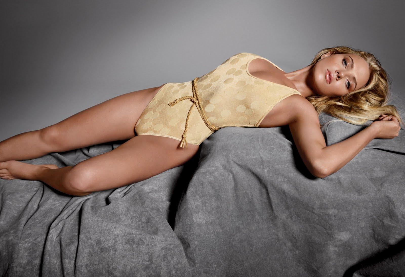 http://2.bp.blogspot.com/_8bh00i14aFQ/TTrasqUmILI/AAAAAAAABc4/AepLSImEELI/s1600/37378_Scarlett_Johansson_for_GQ_magazine_123_175lo.jpg