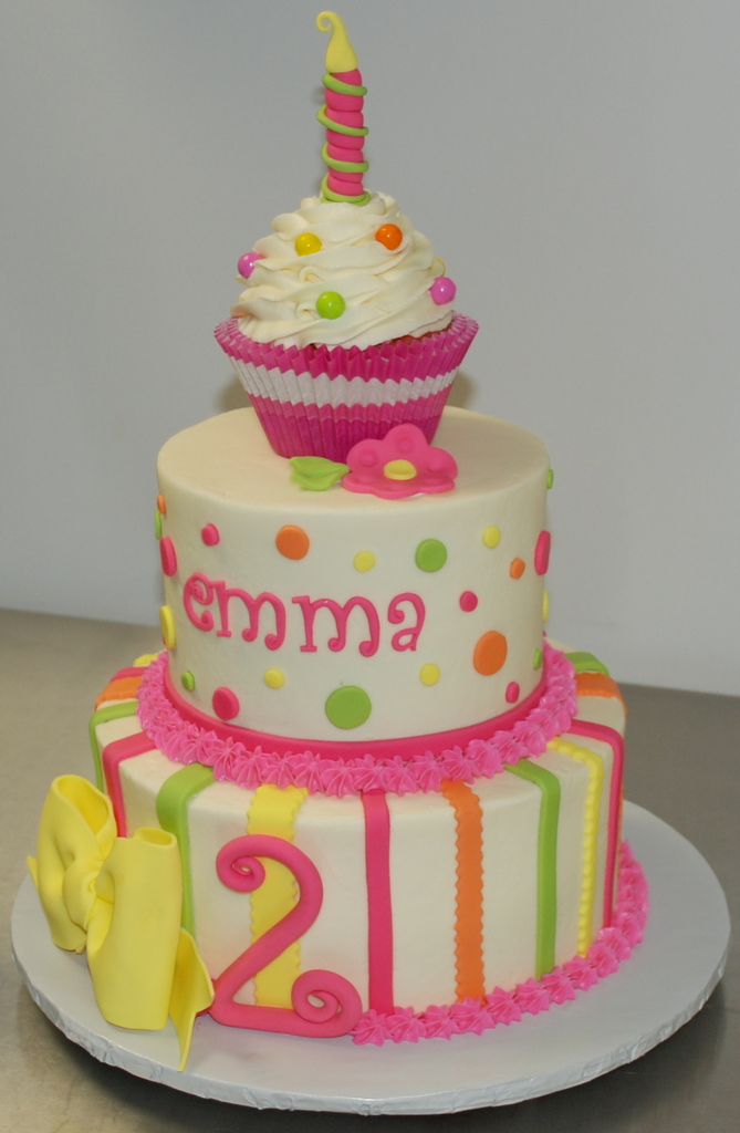 Cake Ideas Birthday Girl : The Bakery Next Door: Cupcake Birthday Cake
