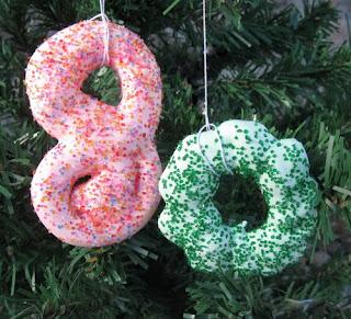 How to Make Homemade Christmas Decorations