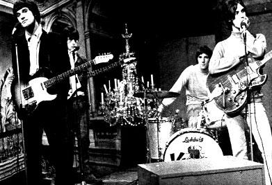 Kinks Set Me Free Little Girl I Need You