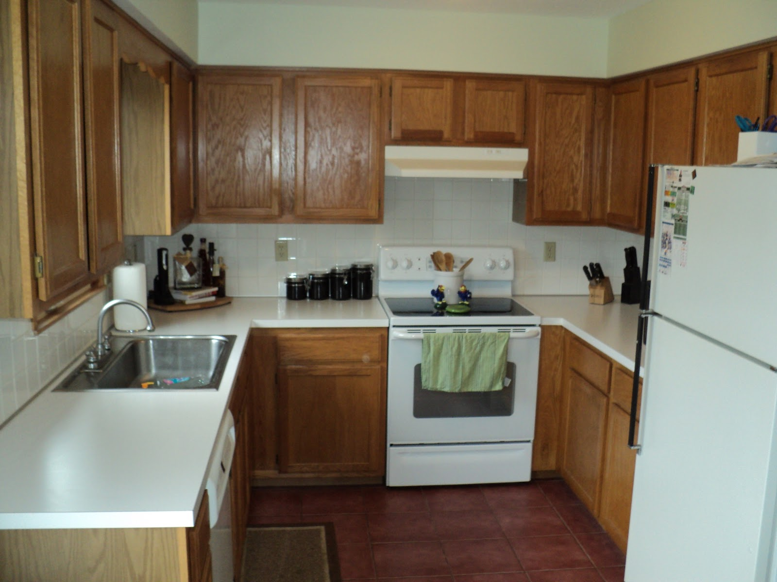 White Kitchen Cabinet Makeover Update Oak Kitchen Cabinets Httpwwwlowescompd 586829 1811 S74bnk
