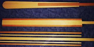 i quattro listelli che compongono una pala con il listello centrale che va da un'estremità all'altra, i listelli incollati tra loro ed il profilo della pala