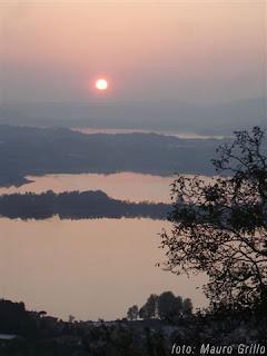 tramonto sui laghi briantei