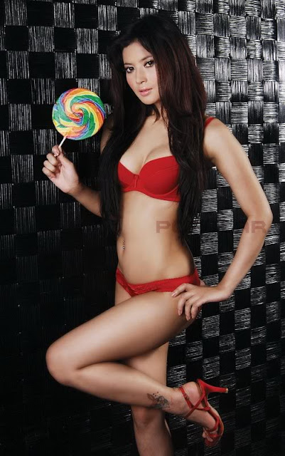Indonesian Model Novie Amelia
