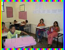 Alunos do 3° ano, realizando atividades relacionadas ao texto: DA CABEÇA AOS PÉS.