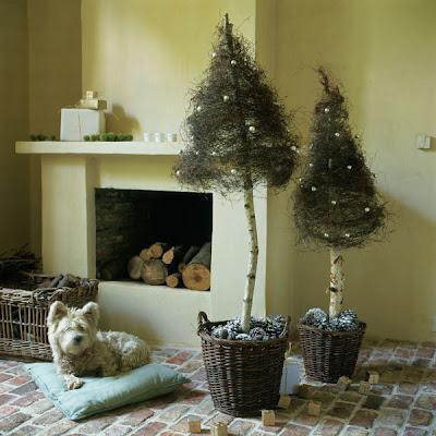 Web de la navidad como decorar de manera extravagante el for Cesta arbol navidad