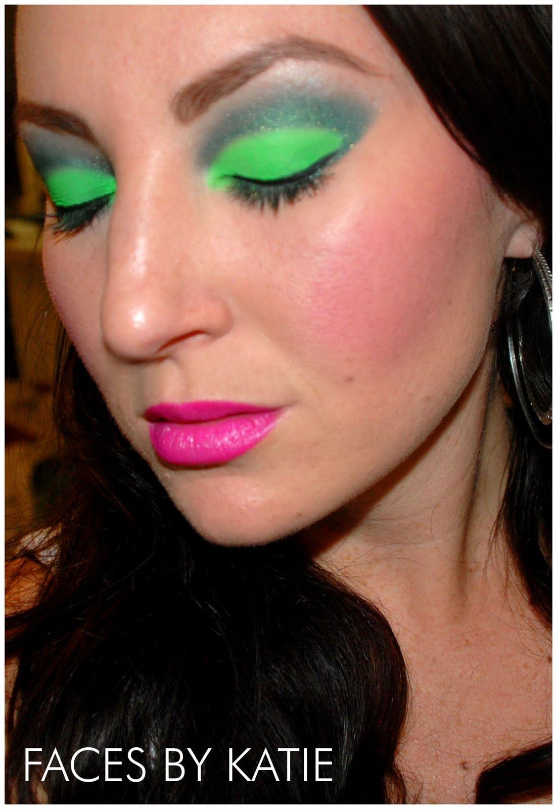 http://2.bp.blogspot.com/_8pcgliYHpmU/THsCVlYWWnI/AAAAAAAAAhQ/KU-Skv3l69U/s1600/NickiMinaj+look2.JPG