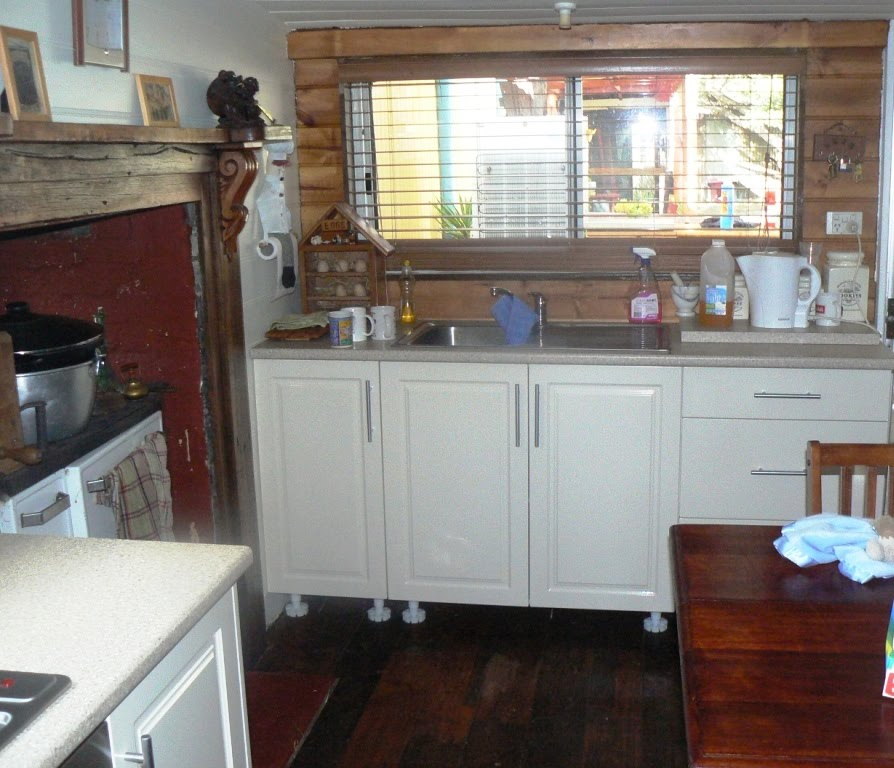 Kitchen Impossible Updates: CurlyPops: A Kitchen Update