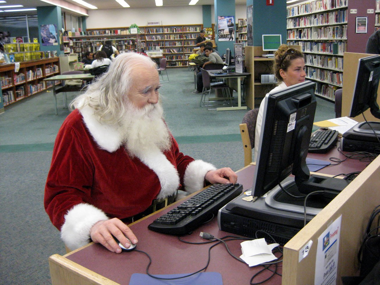 http://2.bp.blogspot.com/_8rEi362Uvfw/TJvZgoWGo8I/AAAAAAAAAG4/aVW0Hv6RVAI/s1600/Santa+on+computer.jpg