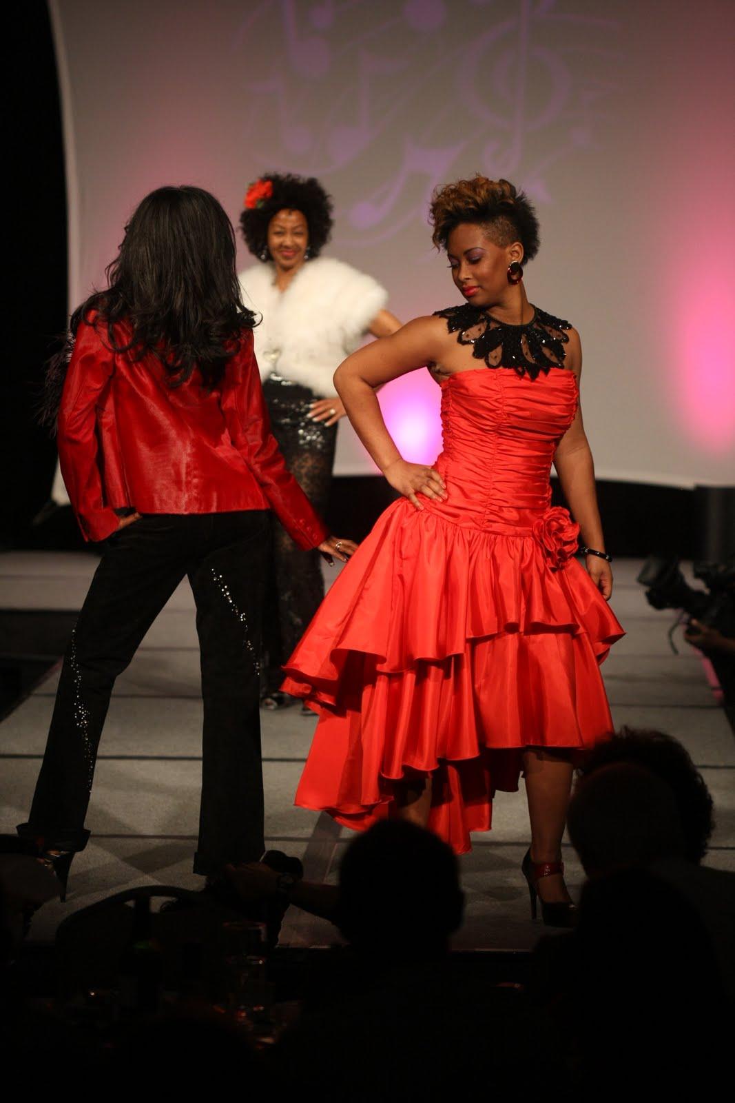 http://2.bp.blogspot.com/_8sEE3QQ02E8/TNR230J0RVI/AAAAAAAABTk/8WlJhs-A0CE/s1600/Pointer_Sisters_2.JPG