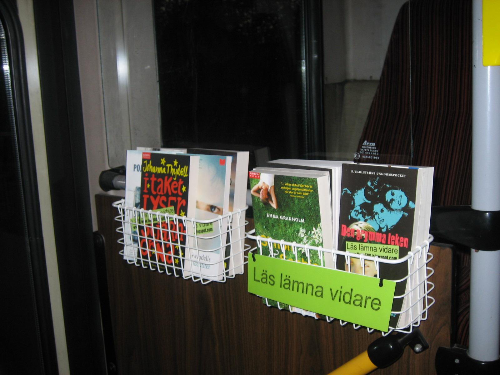 Linje 500: Nu finns det böcker på bussen